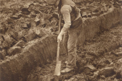 Turf cutting using a sleán